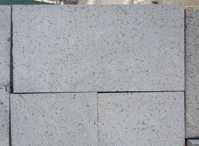 blocchi di pietra lavica
